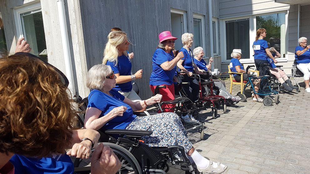 Pensionärer på Trumpetaregatans motionerar