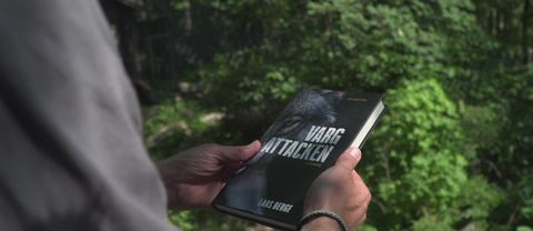 Vargattacken på Kolmården har blivit bok.