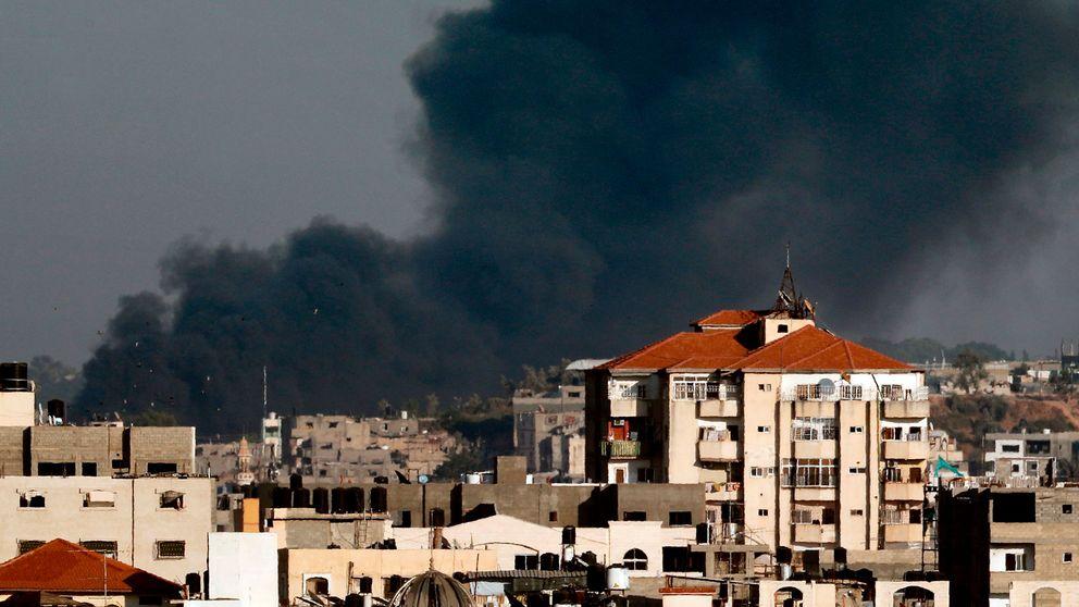 Rökbildning på Gazaremsan efter en israelisk flygattack.