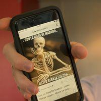 """""""Med Madurodieten går du med säkerhet ner i vikt"""" står det på ett skelett-mem."""