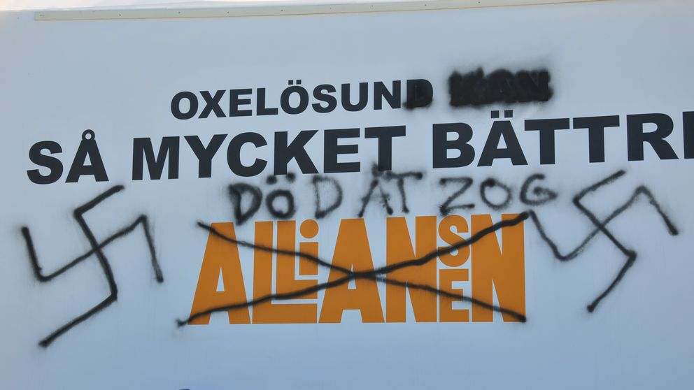 Vandaliserad alliansskylt