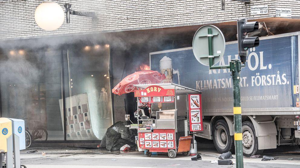 Lastbilen som den 7 april förra året mejade ner en folkmassa på Drottninggatan i Stockholm för att sedan krascha in i varuhuset Åhléns.