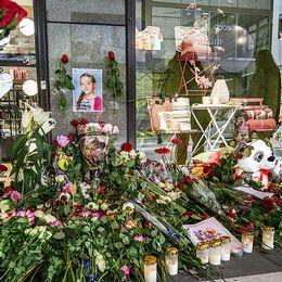 Till vänster Ebba som blev Akilovs yngsta offer. Till höger från Drottningsgatan ett år efter dådet.