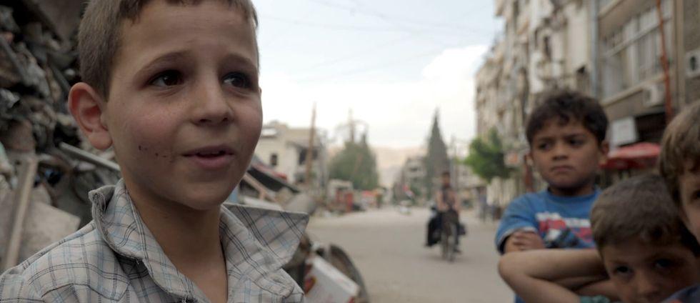 Yasser Sleik är tio år gammal och har missat två år i skolan på grund av striderna.