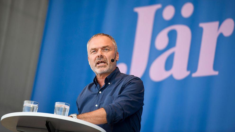 Jan Björklund (L) håller tal på Järvaveckan.