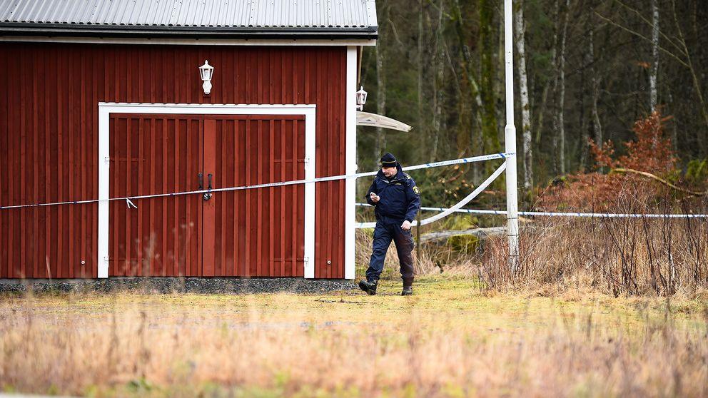 En av byggnaderna på gården i Skåne. Bild från januari 2016, då rätten höll så kallad syn på platsen.