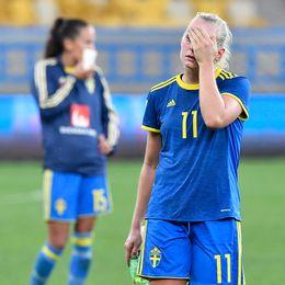 Stina Blackstenius besviken efter förlusten i tisdagens VM-kvalmatch mellan Ukraina och Sverige.