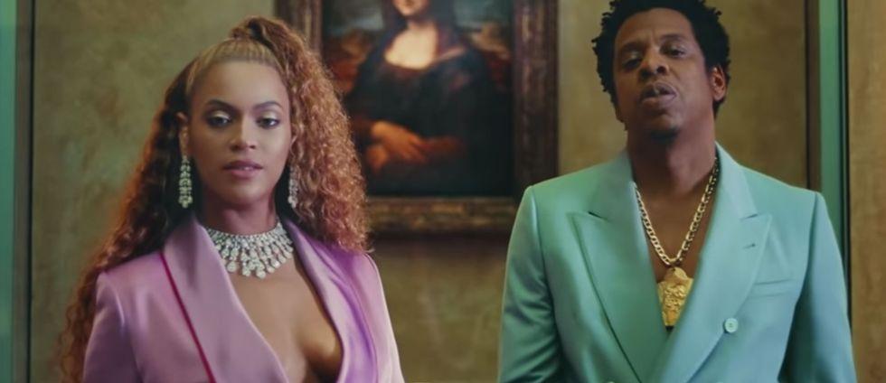 Beyoncé och Jay-Z framför Mona Lisa.