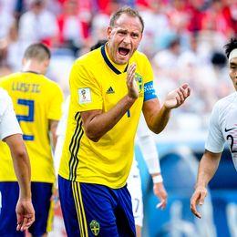 Lagkapten Andreas Granqvist manar på sina lagkamrater.