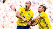 Lagkaptenen Andreas Granqvist skriker ut sin glädje efter att ha gjort 1–0 på straff.