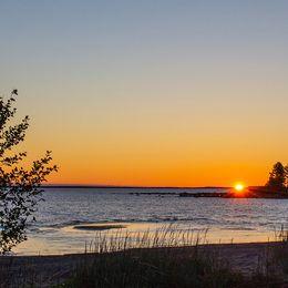 Soluppgång idag kl 1.47 över Kvarken. Fotat vid Stor-Storsnäckhamnen i Ursviken.