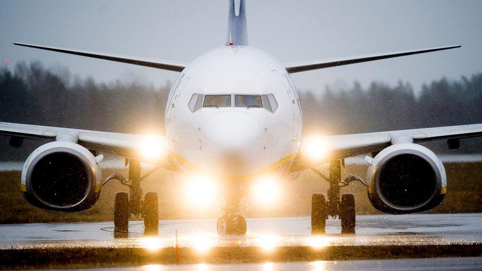 Sydsvenskan konstaterar att Malmö stad de senaste tre åren gjort 10354flygresorbara till och från Stockholm.