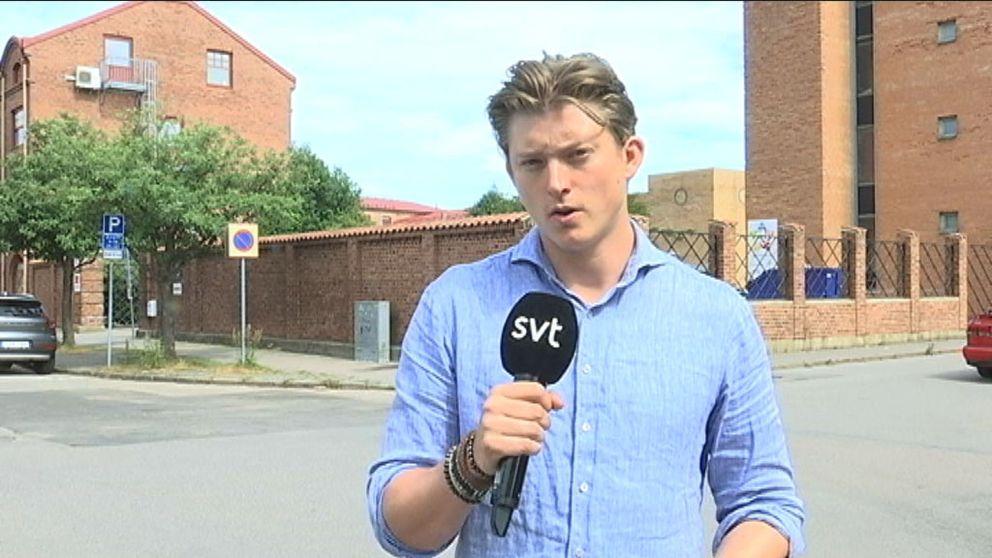 Sperlingsgatan i Halmstad och SVT Nyheter Hallands reporter Kristian Åkergren.
