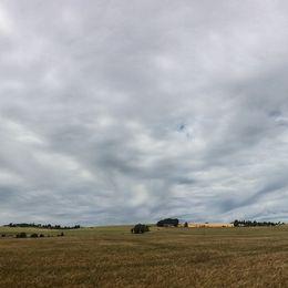 Vackra mjuka moln över Lundaslätten. Härliga 25 ° svaga vindar, mulet och lite soldis. 25/6