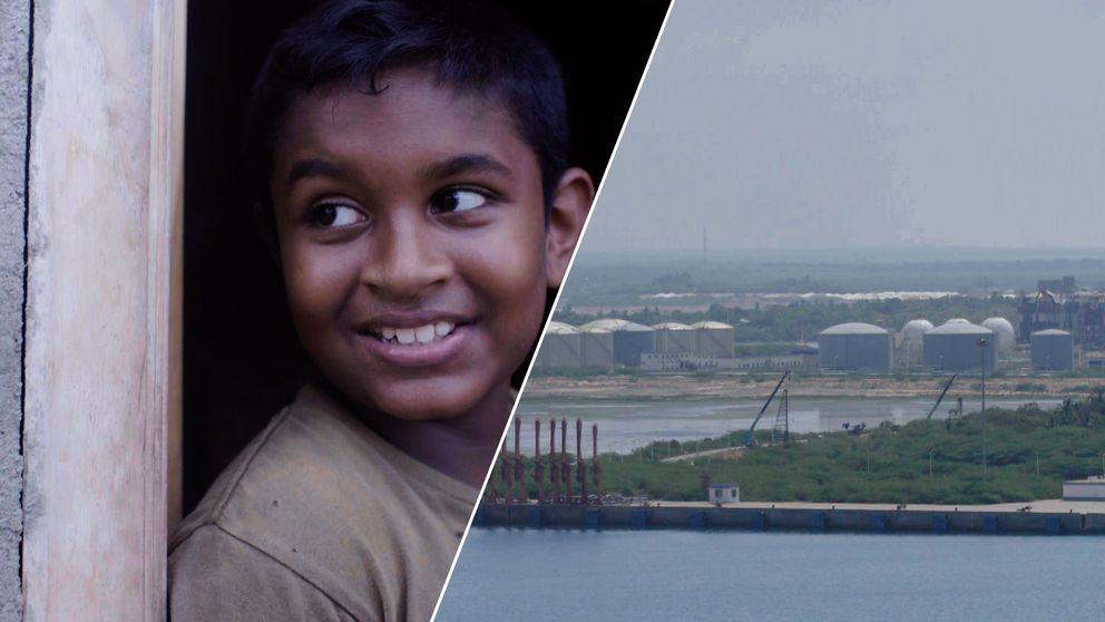 Pojke i Sri Lanka och stor hamn.