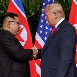 Till höger syns Nordkoreas kärnvetenskapliga forskningscenter i Yongbyon som det såg ut 2008. Sedan dess har mycket hänt. Infrastrukturen i forskningscentret fortsätter utvecklas, trots Trumps möte med Kim Jong-Un, enligt 38 North.