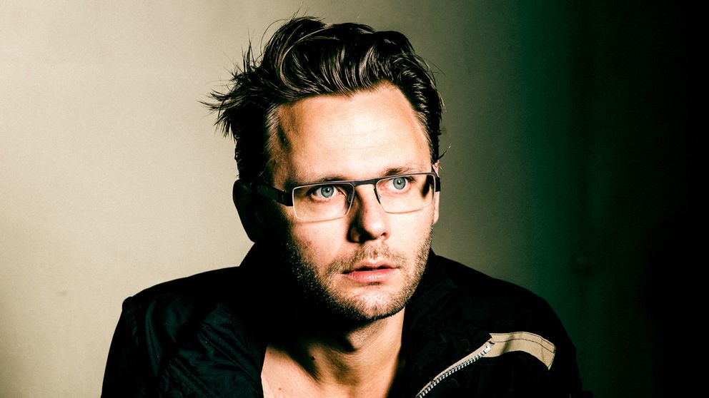 """En kommande föreställning med komikern Anton Magnusson ställdes in efter hård kritik mot den tre år gamla låten """"Knulla barn""""."""