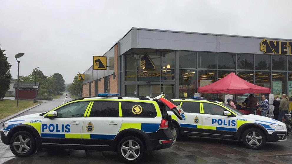 Polisbilar utanför Netto i Örebro.