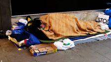 En person som sover utomhus