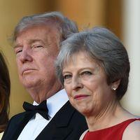 Donald och Melania Trump tillsammans med Theresa och Philip May uppklädda för middag.