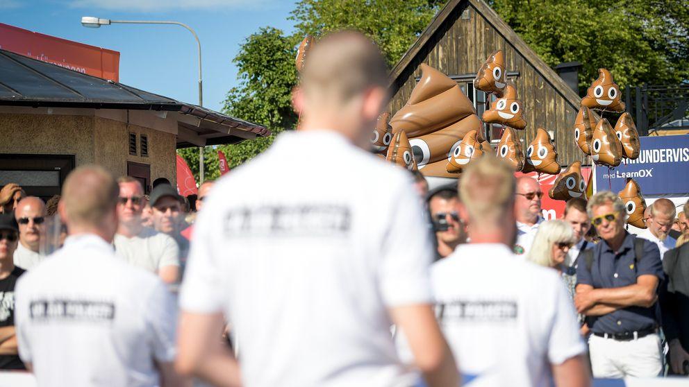Nordiska motståndsrörelsen (NMR) möter protester vid Hamnplan i Visby under politikerveckan i Almedalen.