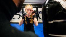 Nina Back, fighter från Gävle, under ett träningspass i MMA.
