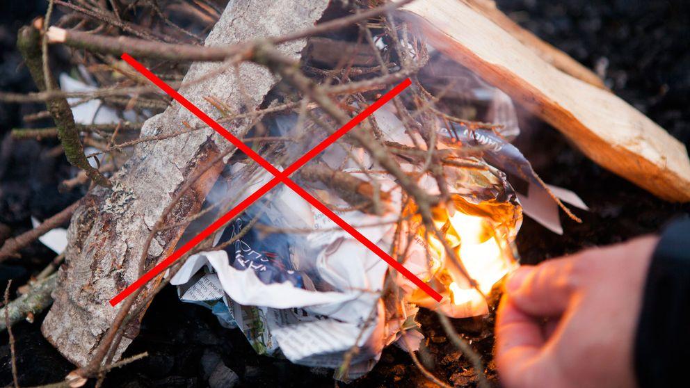 rött kryss över bild på hand som tänder en eld med kvistar och papper