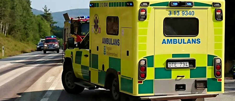 Ambulans vid olycksplats på E14 i Ljungaverk.