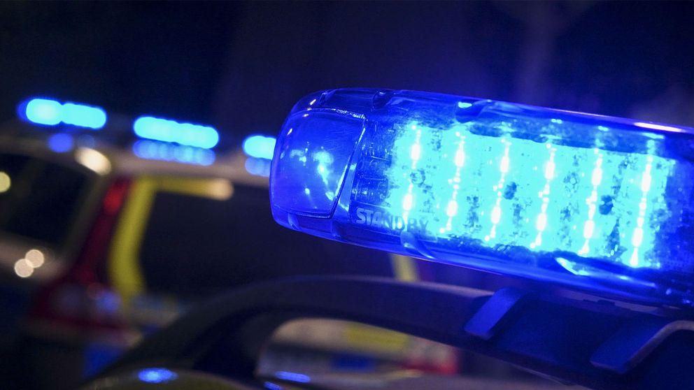 Blinkande siréner på en polisbil.