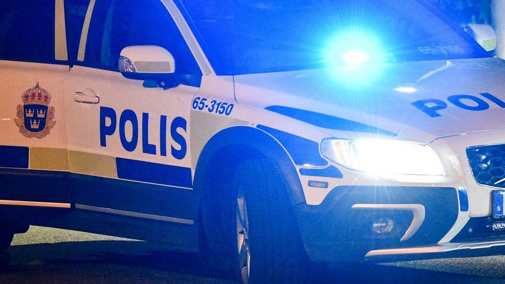 polisbil med blåljus
