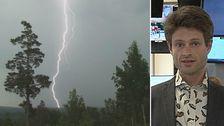 Joel Mellin meteorolog och annan bild på blixt som slår ner i skogen