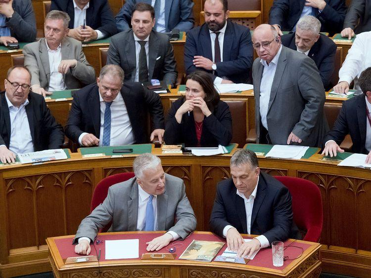 Ungerns premiärminister Viktor Orban i det ungerska parlamentet under onsdagens omröstning.