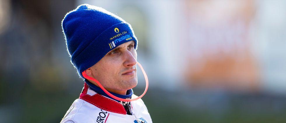 Robert Miskowiak föll och fastnade med sin cykel under luftstaketet i Vetlandas match mot Dackarna. Här är han i Rospiggarnas dräkt från förra säsongen.