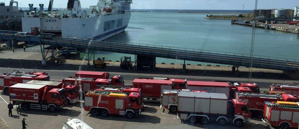 Så här såg det ut när brandbilarna anlände till Trelleborgs hamn.