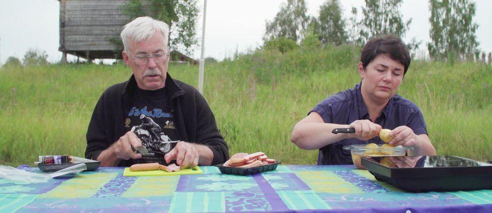 Hans och Julia Westelius bor nu i husvagn på en camping.