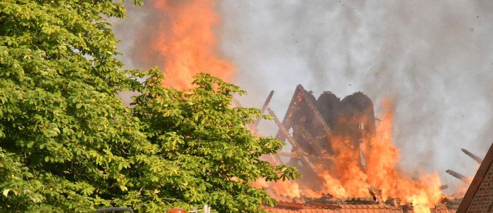 Byggnaden kommer att brinna ner till grunden.