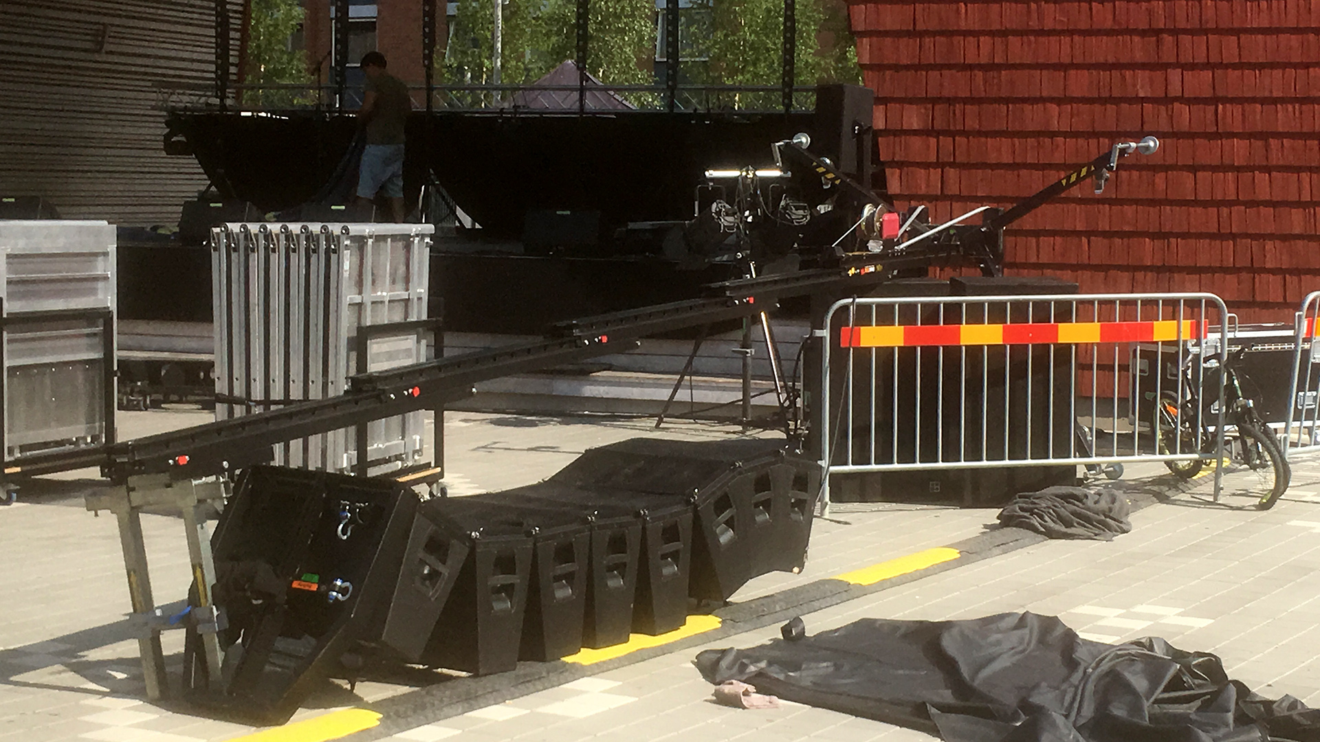 Högtalare föll från scen i Bollnäs – pojke allvarligt skadad  fd2373e3b51d2