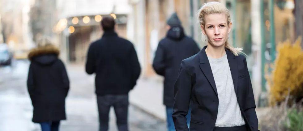 Man fran stockholm internationellt efterlyst efter 36 knivhugg