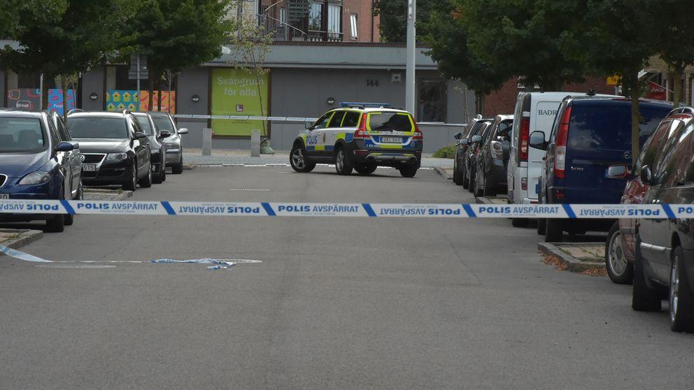 Flera polispatruller larmades till platsen.