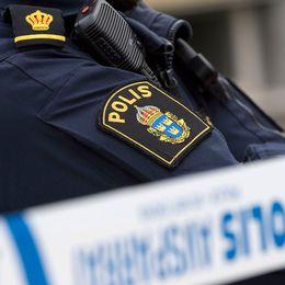 En polisman står vid en polisavspärring