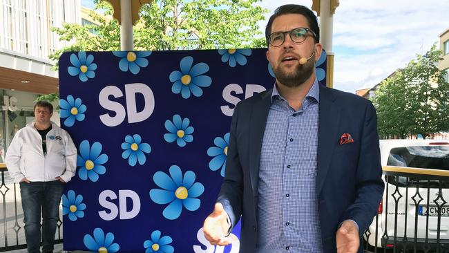 Jimmie Åkesson (SD) fick avbryta sitt tal i Luleå