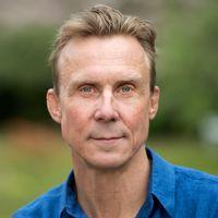 Simon Norrthon är lektor i skådespeleri