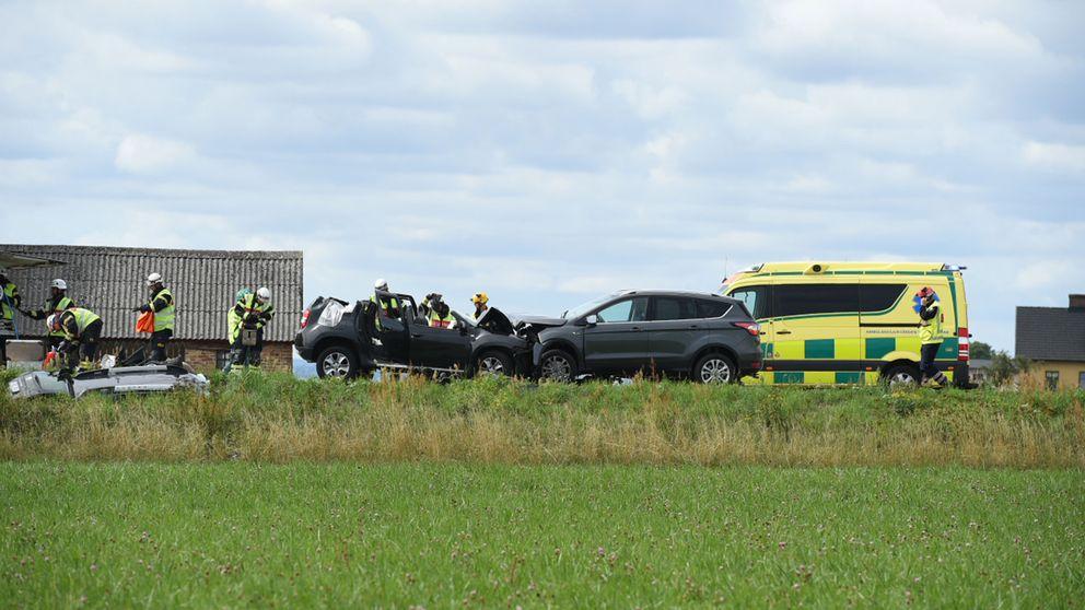 Föraren till den den ena bilen misstänks ha varit rattfull, enligt polisen.