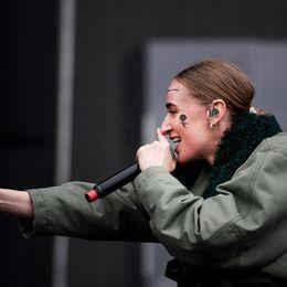 Silvana Imam uppträder på Panorama scenen under Bråvallafestivalen 2017.