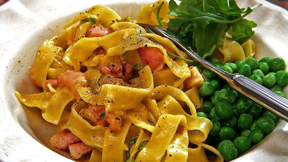 Bild föreställande en tallrik en spaghettirätt med ärtor och ruccola