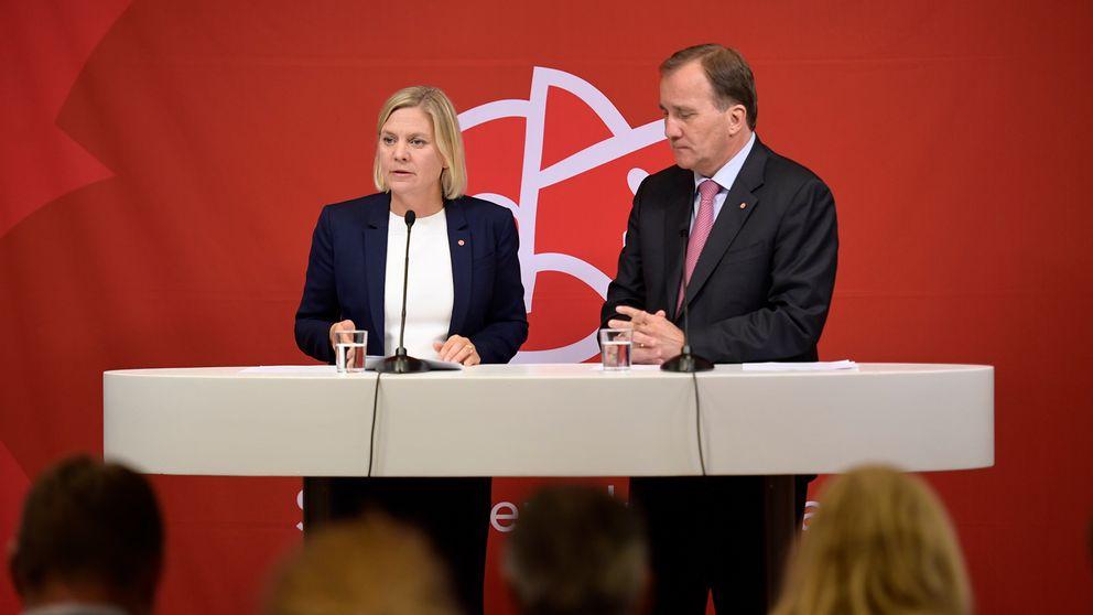 Statsminister Stefan Löfven och finansminister Magdalena Andersson vid ett talarpodium.