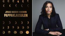 Författaren Jonas Hassen Khemiri är aktuell med romanen Pappaklausulen