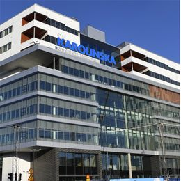 Bild på Nya Karolinska samt bild på civilminister Ardalan Shekarabi (S).