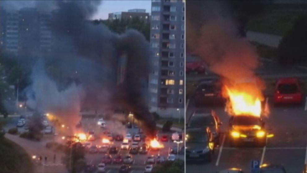 Ett 80-tal bilar har skadats i Göteborg och Trollhättan.