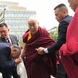 Dalai lama stannar några dagar i Skåne innan han flyger vidare till Nederländerna, Tyskland och Schweiz.